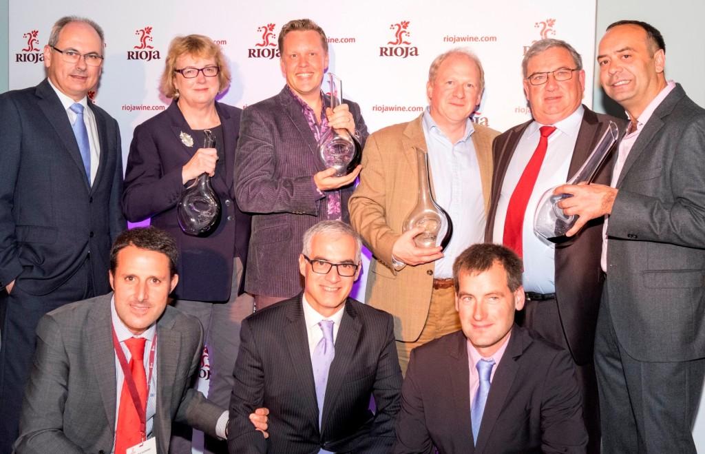 Los ganadores de la primera edición de los 'Premios Rioja en Reino Unido' junto a los representantes del Consejo Regulador de la D.O. Ca. Rioja