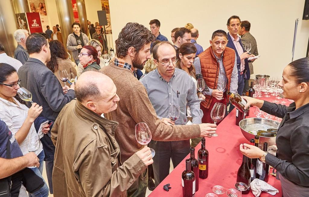 Más de medio millar de profesionales de la Comunidad valenciana asistieron al Salón de Novedades celebrado en el Edificio del Reloj de Valencia el 2 de noviembre. El periodista Pedro García Mocholí presentó el acto.