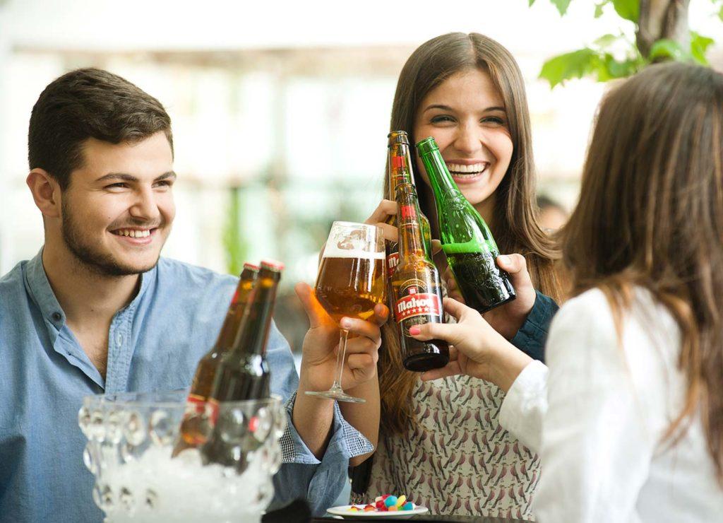 Las razones de los españoles para ir a los bares