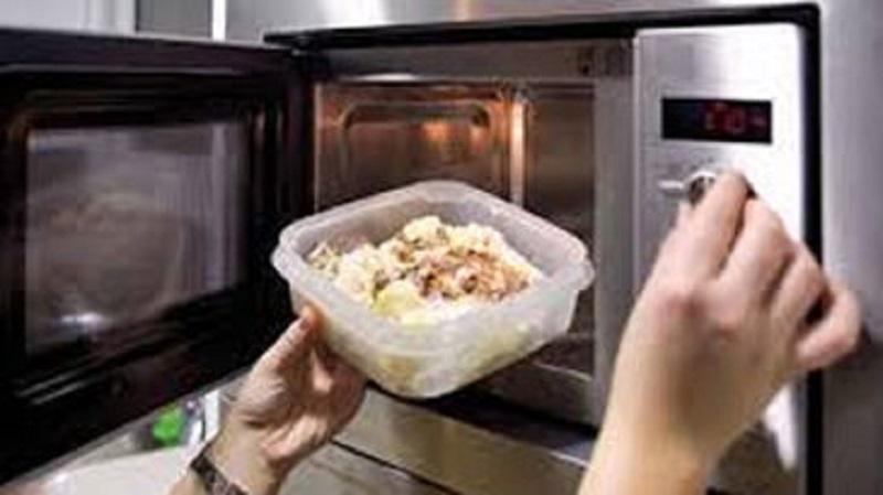 ¿Qué pasa cuando recaliento mi comida en el microondas?
