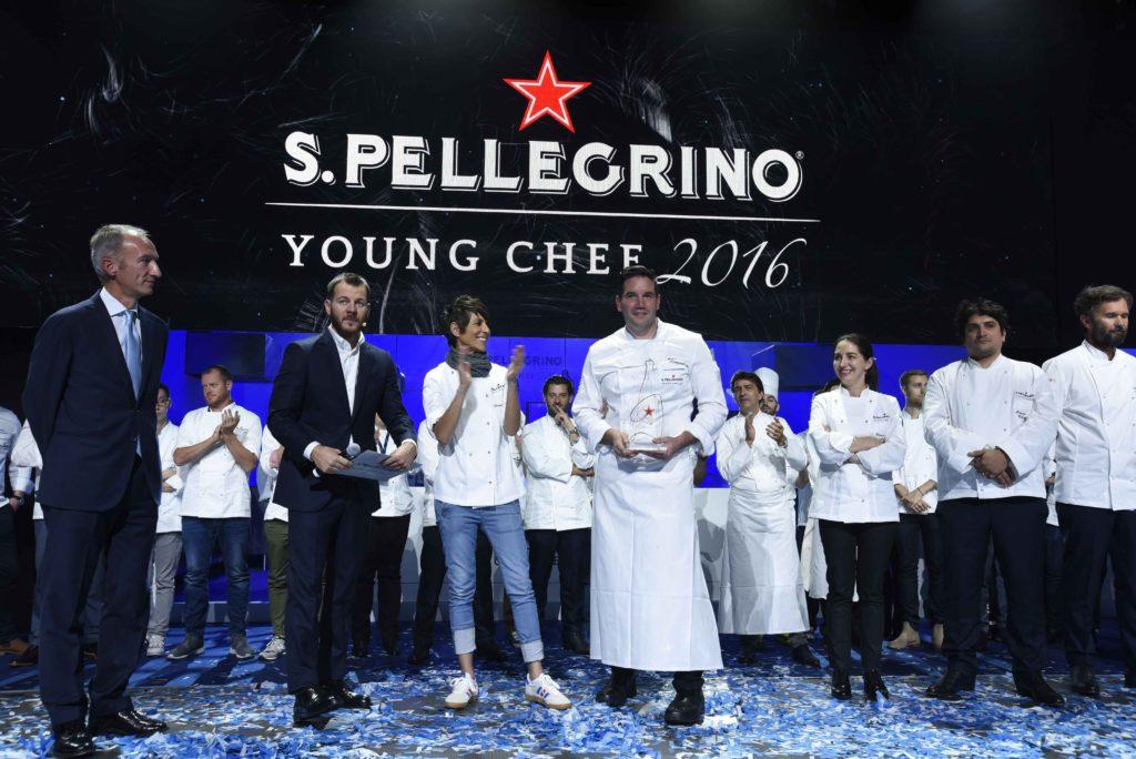 Mitch Lienhard en el escenario tras ser coronado S.Pellegrino Young Chef 2016