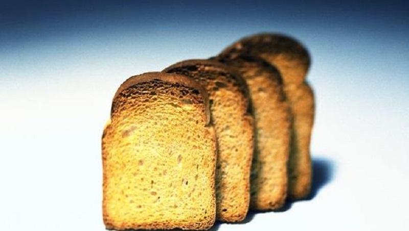 Tostar demasiado el pan o freír mucho las patatas puede causar cáncer