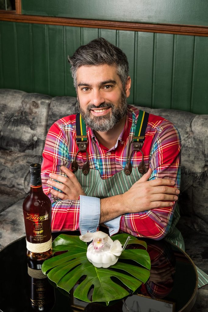 El bartender argentino Diego Cabrera