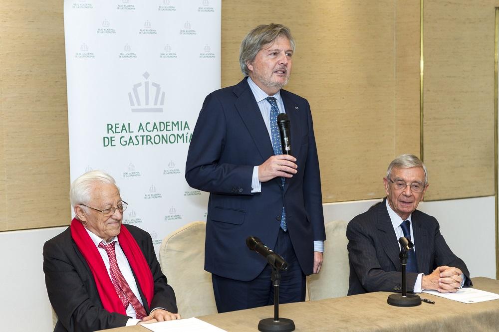 Convenio entre la Real Academia de Gastronomía  y la Asociación Mensajeros de la Paz