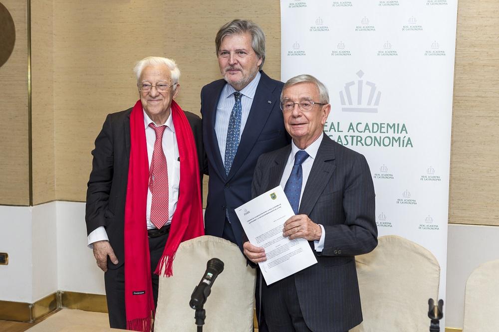 D. Íñigo Méndez de Vigo, Rafael Ansón y el Padre Ángel