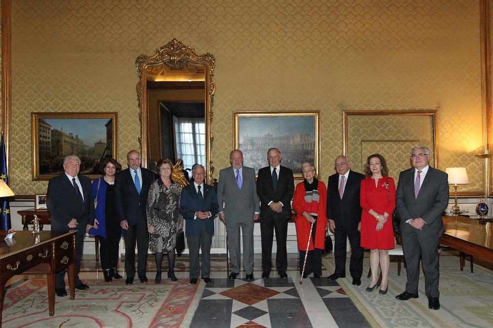 S.M. el Rey Emérito D. Juan Carlos recibe en audiencia a la junta directiva de la RAG