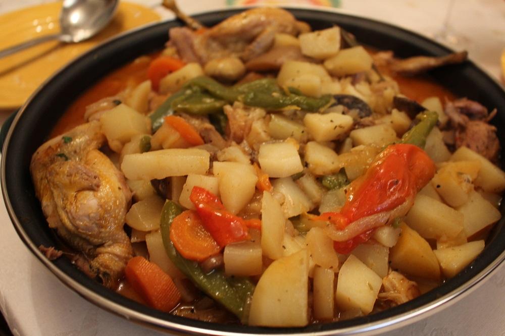 Receta de aves: Codornices guisadas con verduras, setas y patatas